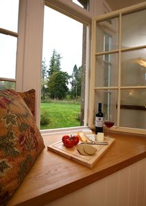 Otter Kitche Window Seat