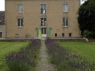Saint-Georges-sur-Erve chateau / country house photo - Walk the lavender pathway.