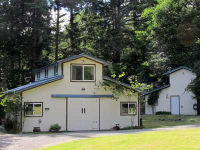 Doe Bay Cottages: Heron House on the left, Chickadee Cottage on the right.