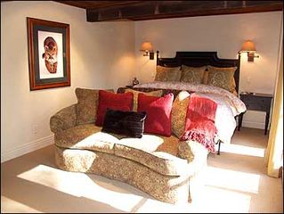Aspen townhome photo - Warmly appointed Master Bedroom