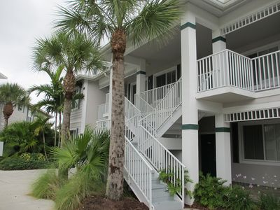 Golf Resort Condo, Minutes from  Beaches and Downtown Naples
