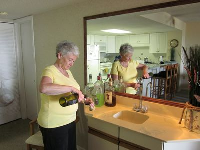 Sea Mark Tower condo rental - Get wet at the wet bar.