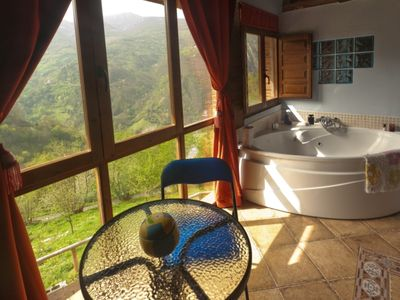 Jacuzzi, fireplace in a romantic place in the mountain