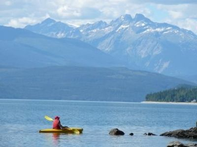 Nakusp studio rental - The lake is perfect for kayaking!