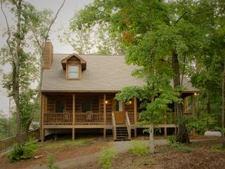 Ellijay cabin photo - 3 Queen bedrooms, 2.5 baths, sleeps 10, close to recreation areas and town