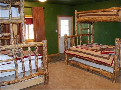 Bunk Room that Sleeps 10 with Trundle Bunk Beds