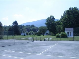 Sheffield house photo - Har-tru Tennis court with mountain view