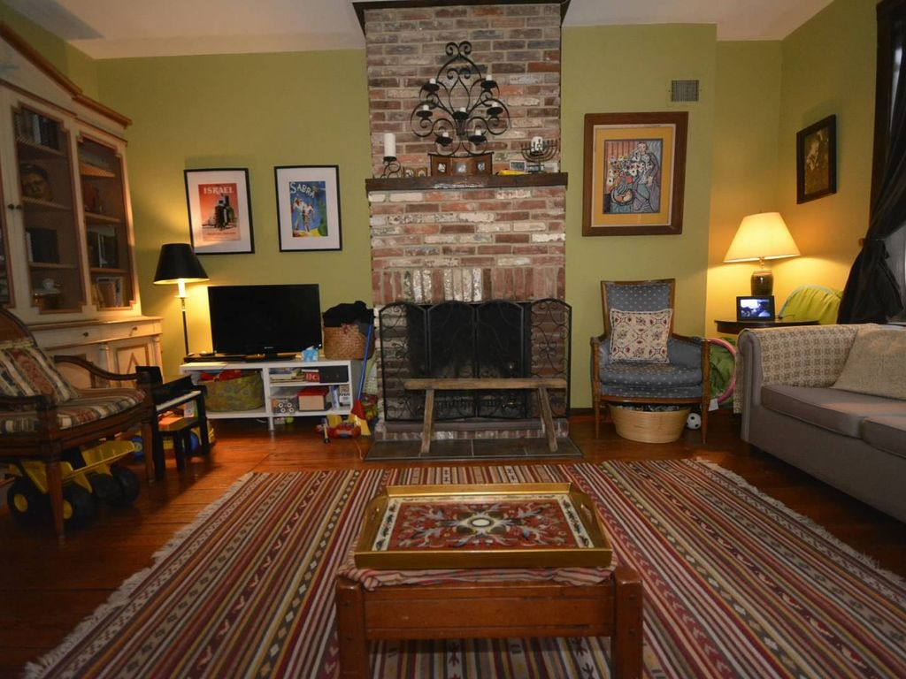 Charming 2 Bedroom With Finished Basement In South Philly Perfect For Pope