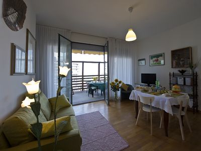 The living-dining room is very comfy - ideal to relax after a day of sightseeing
