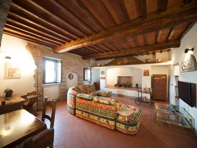 Casale Rosennano only 30 km from Siena with sauna and chromotherapy shower