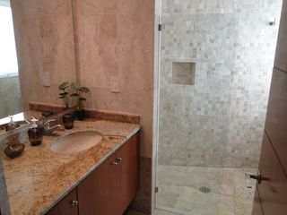 Isla Mujeres condo photo - 2nd full bath complete with walk-in shower