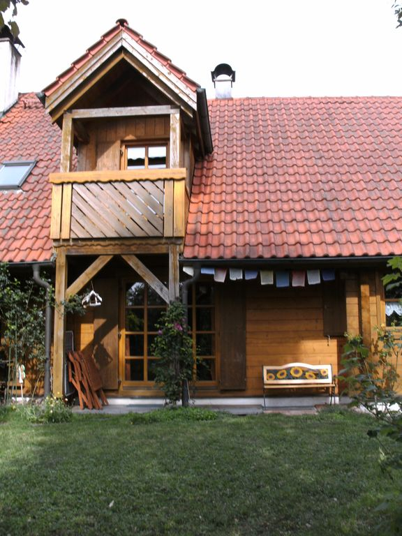 Cosy wood log cabin (DHH, Non smoking) Pets welcome