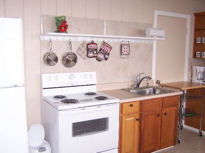 Kealakekua cottage rental - Light, airy fully functional kitchen