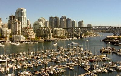 10 min walk to False Creek and Granville Island Market