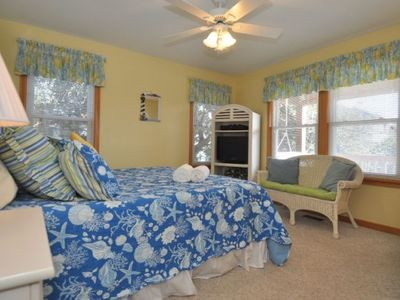 Mid-Level Master with King Bed, Private bath with Tub/Shower, Flat Screen TV/DVD