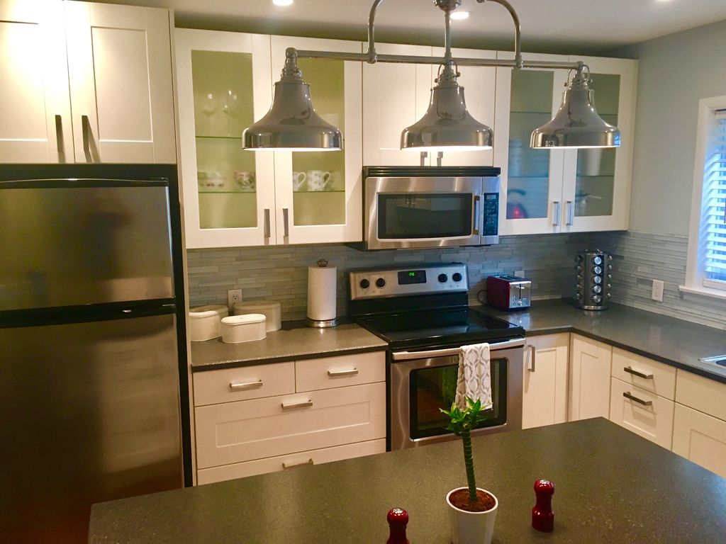 Close to Downtown/Zoo/Concerts/Events/Expos/Stampede!! Calgary, AB ...
