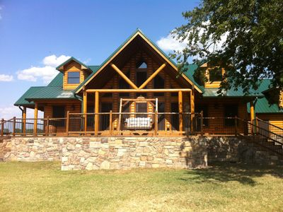 Luxury cabin near lake texoma and choctaw casino vrbo for Vacation cabin rentals in oklahoma