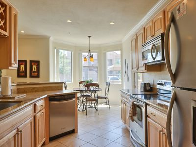 Spacious Kitchen - Granite countertops/Stainless appliances