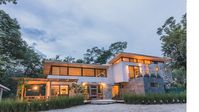 Modern beach oasis - large home - can accomodate up to 14 pp -close to the beach