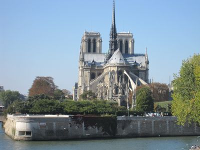 Walking distance to Notre Dame and Ile de la Cité island