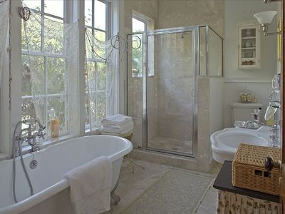 Relaxing, bright and peaceful baths: claw-foot tub, spacious shower.