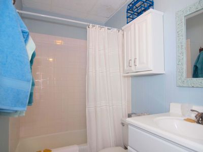 Port Aransas condo rental - Second remodeled bath with tub.