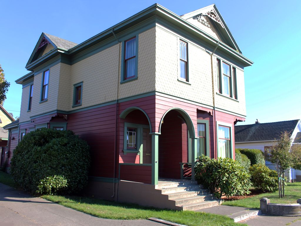 Eureka five bedroom victorian close to old vrbo for Cabine eureka ca