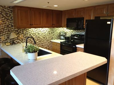 Fully equipped kitchen, recycled glass counters, 5 bar stools and custom sink.