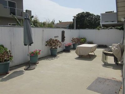 nice enclosed backyard with dining and BBQ