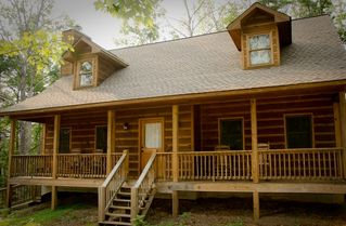 Ellijay cabin photo - 3 Queen bedrooms, 2.5 baths, sleeps 10