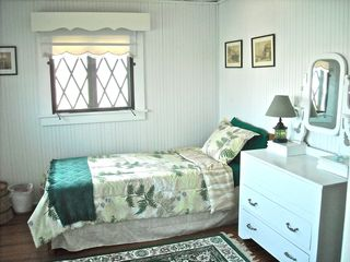 Oak Bluffs house photo - Twin bedroom - upstairs