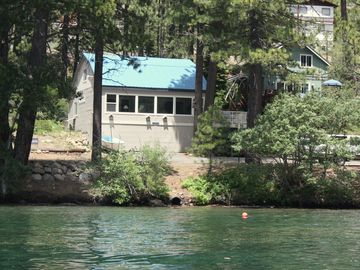 Truckee house rental - Located across the street from the Lake