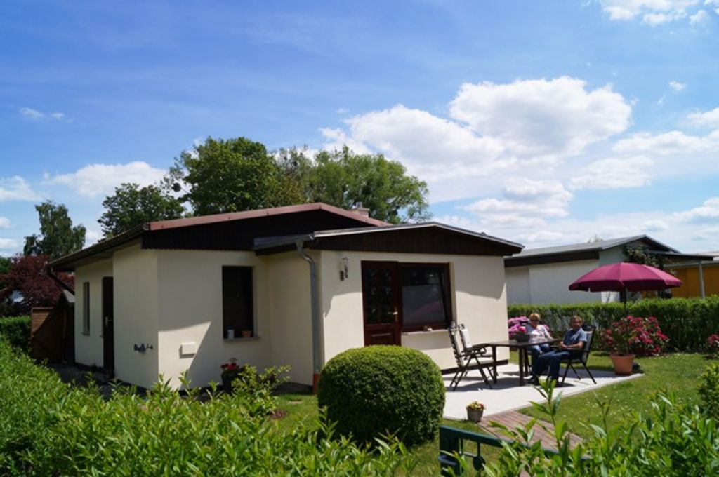 family-friendly bungalow with fireplace, terrace, grill, boat rental