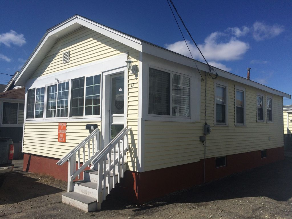 Family friendly 3 bedroom beach cottage homeaway hampton for 9 bedroom beach house rental
