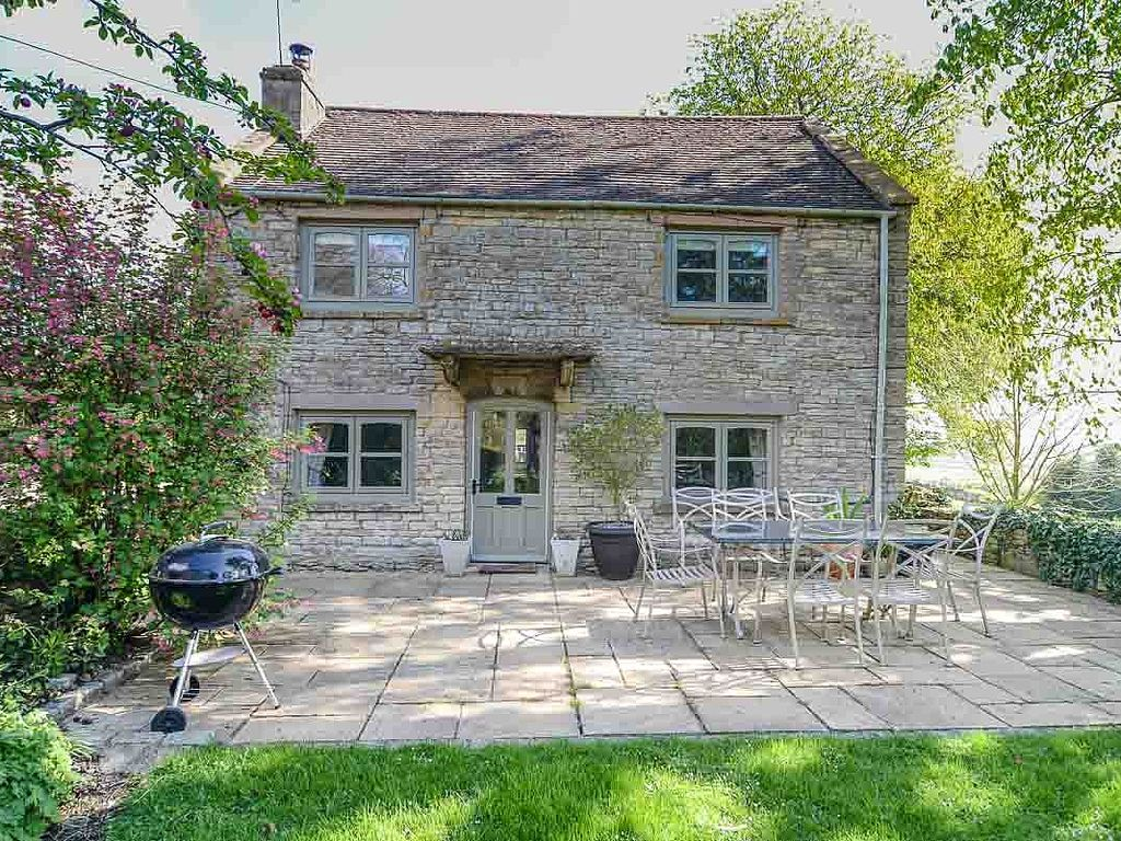 cotswolds cottage in a perfect location with vrbo