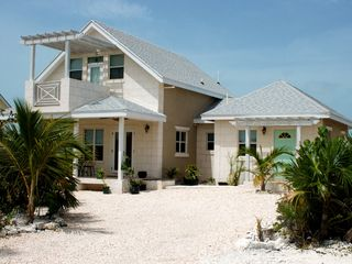 Providenciales - Provo cottage photo - Private Drive way up to the White Cottage