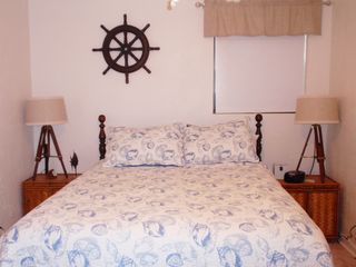 New Smyrna Beach cottage photo - Another queen comfy bed.