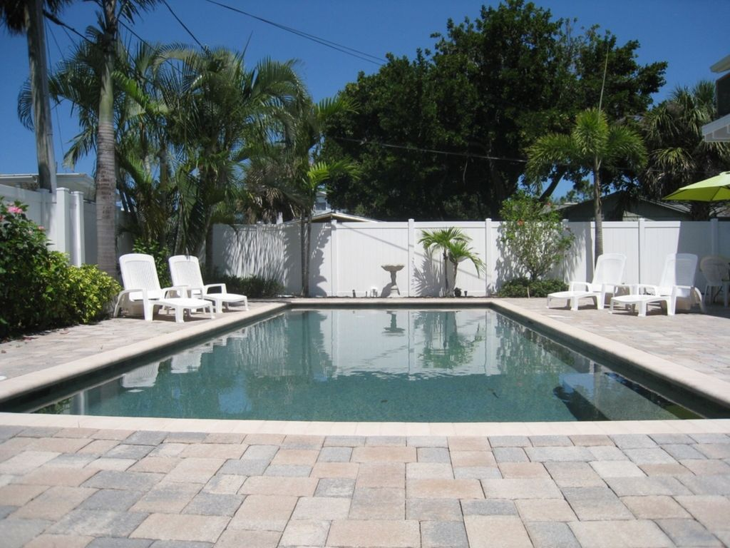Dolphin Amp Flamingo Cottages Short Walk To The Vrbo