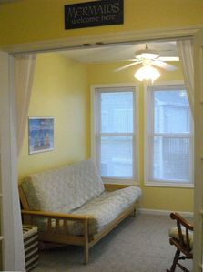 Sunroom with futon and great beach view - converts into a Queen bed!