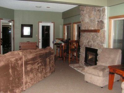 Private clubhouse with 35 inch t.v.,pool, outdoor hot tub, wet/dry sauna,showers