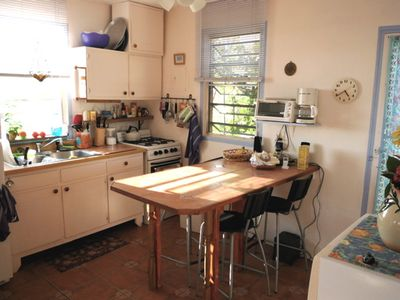 Well-equipped kitchen, full fridge with top freezer. Dining area seats 4
