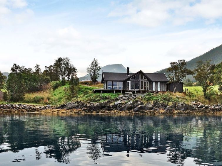 Vacation home Troms  in Gullesfjord, Northern Norway - 11 persons, 4 bedrooms