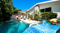 Gertie's East - a great 1/1, just steps to the beach. With Pool!