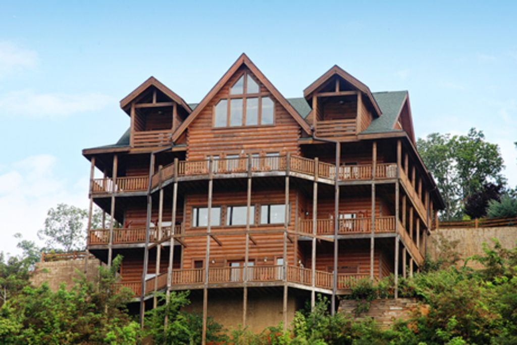 Large group cabin sleeps 52 in cabin pool vrbo for Cabin rentals in gatlinburg tn for large group