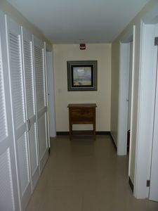 Aruba condo rental - Hallway to Bedrooms
