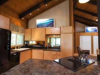 Haleiwa house photo - The kitchen has marble counters and a nice island