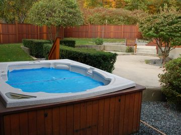 Clubhouse outdoor hottub