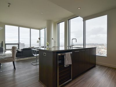 Luxury furnished 3 bedroom 3 bathroom apartment In Downtown Seattle