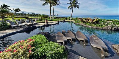 Pool and hot tub at Halii Kai Resort