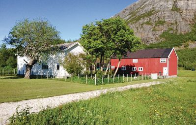 4 bedroom accommodation in Sandhornøy